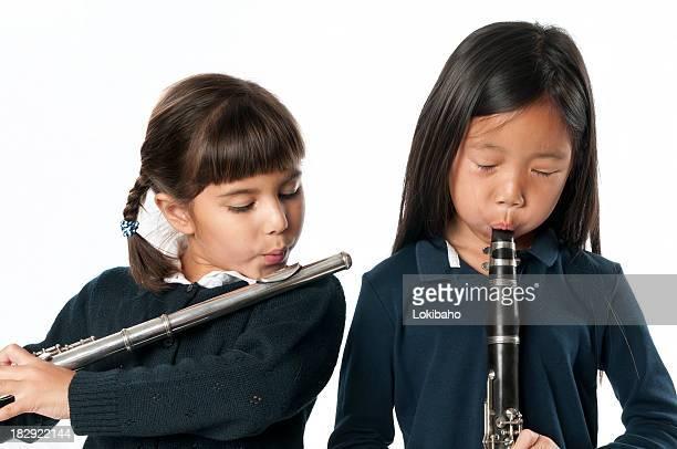 2 つの女の子と woodwind 銘柄