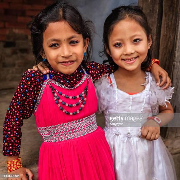 Twee kleine Nepalese meisjes in Bhaktapur