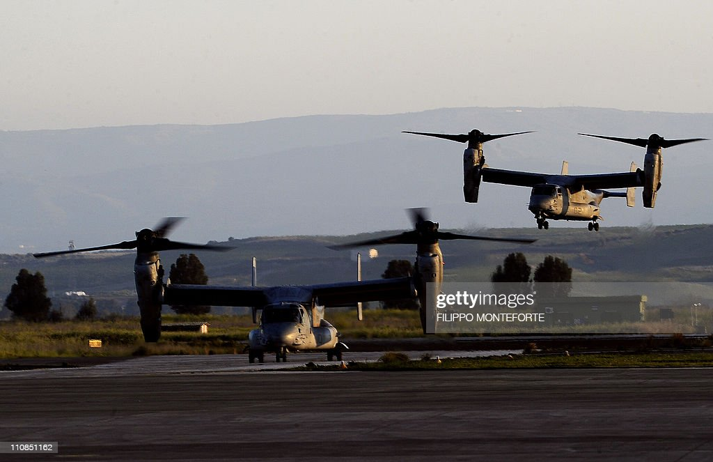 Two M-22 Osprey vertical take off with G : News Photo