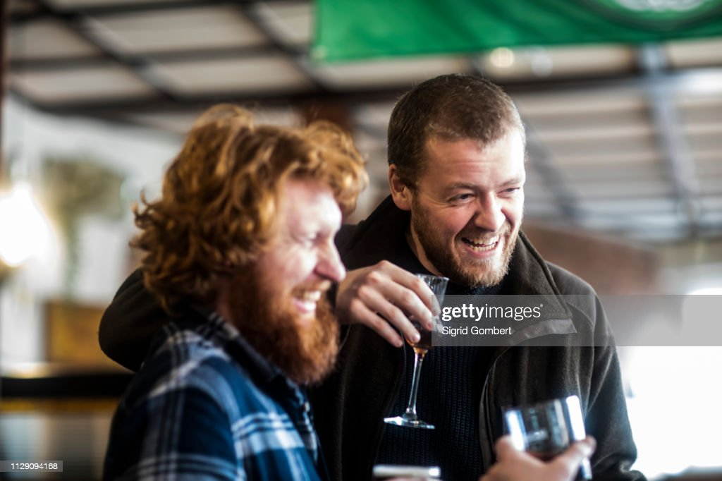 Two male customers laughing in traditional Irish public house : Stock-Foto