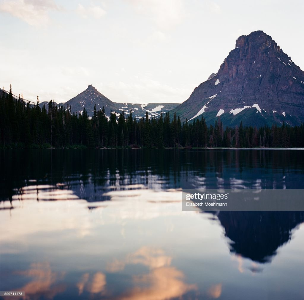 Two Medicine Lake at sunset, Glacier National Park : Foto de stock