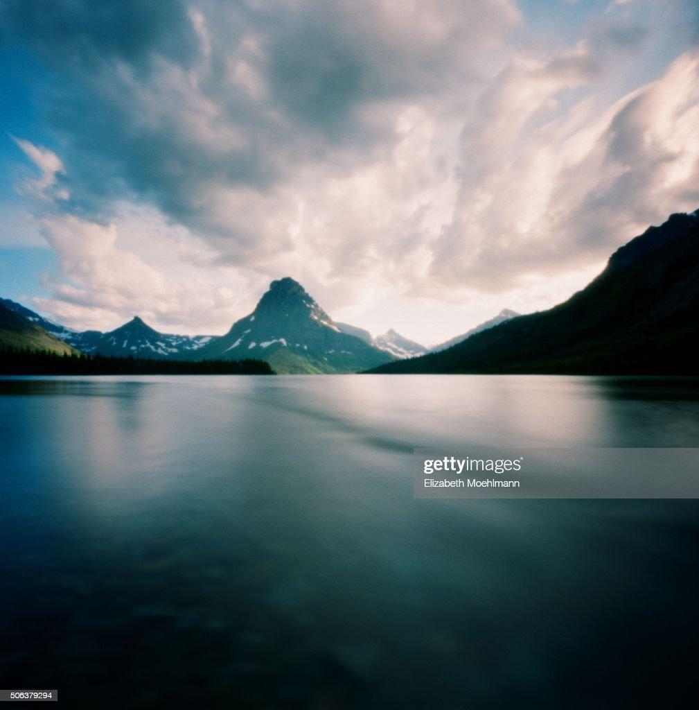 Two Medicine Lake, Glacier National Park : Foto de stock