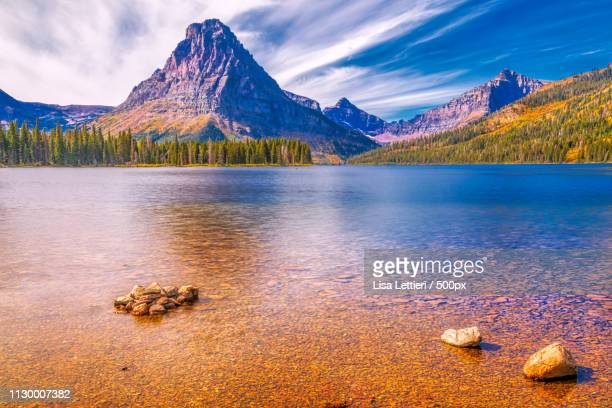 two medicine lake ii - two medicine lake montana stock-fotos und bilder