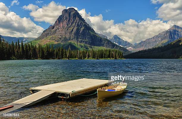 two medicine lake moment - two medicine lake montana stock-fotos und bilder
