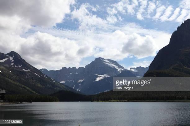two medicine lake - lago two medicine montana - fotografias e filmes do acervo