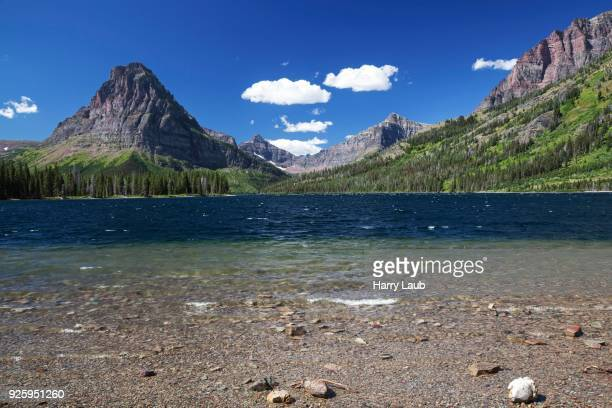 two medicine lake, sinopah mountain at back, glacier national park, montana, usa - lago two medicine montana - fotografias e filmes do acervo
