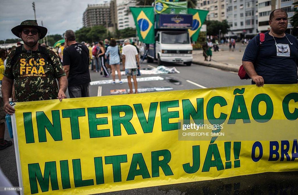 BRAZIL-CORRUPTION-PROTEST : News Photo