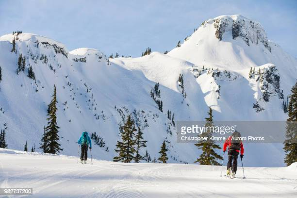 two men cross-country skiing in north cascades national park, washington state, usa - table mountain stockfoto's en -beelden