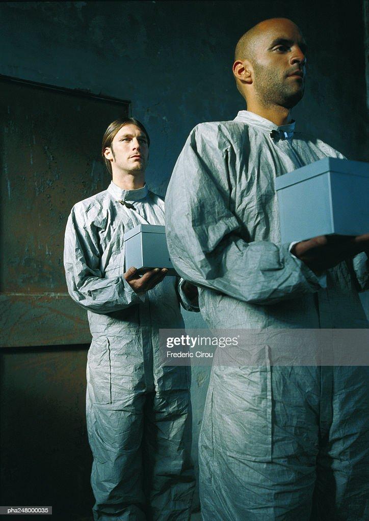 Two men holding boxes : Stockfoto
