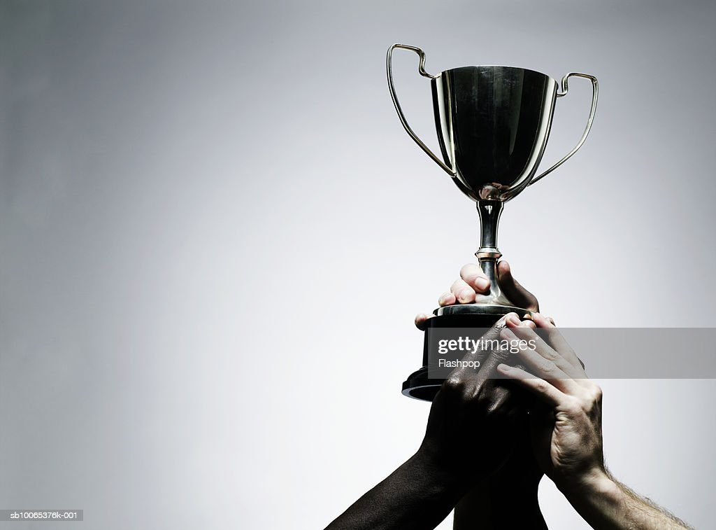 Two men holding trophy, close-up : Foto stock