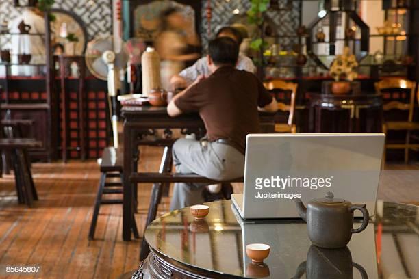 two men in teahouse - ティールーム ストックフォトと画像