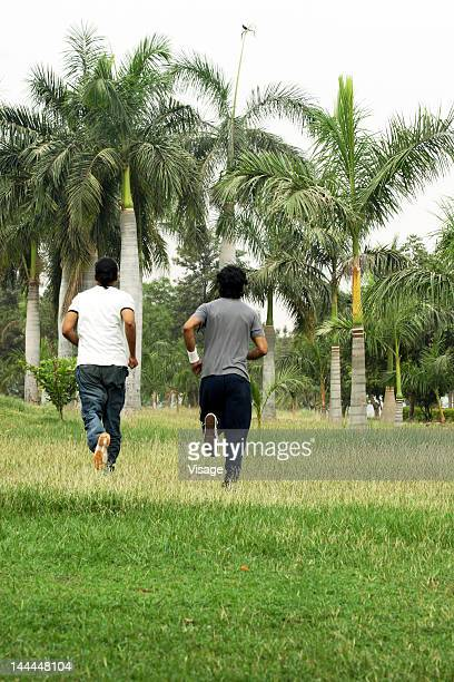 two men jogging - men stockfoto's en -beelden