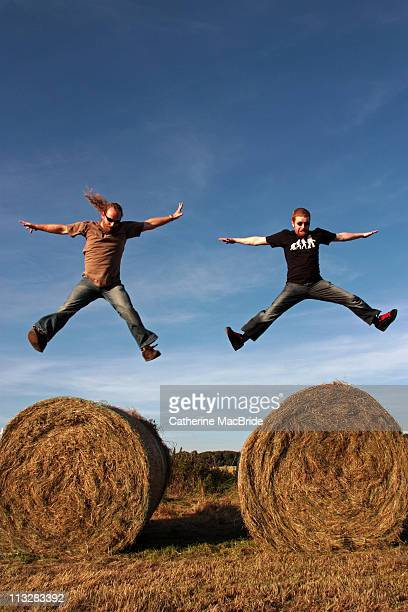 two men jumping - catherine macbride photos et images de collection