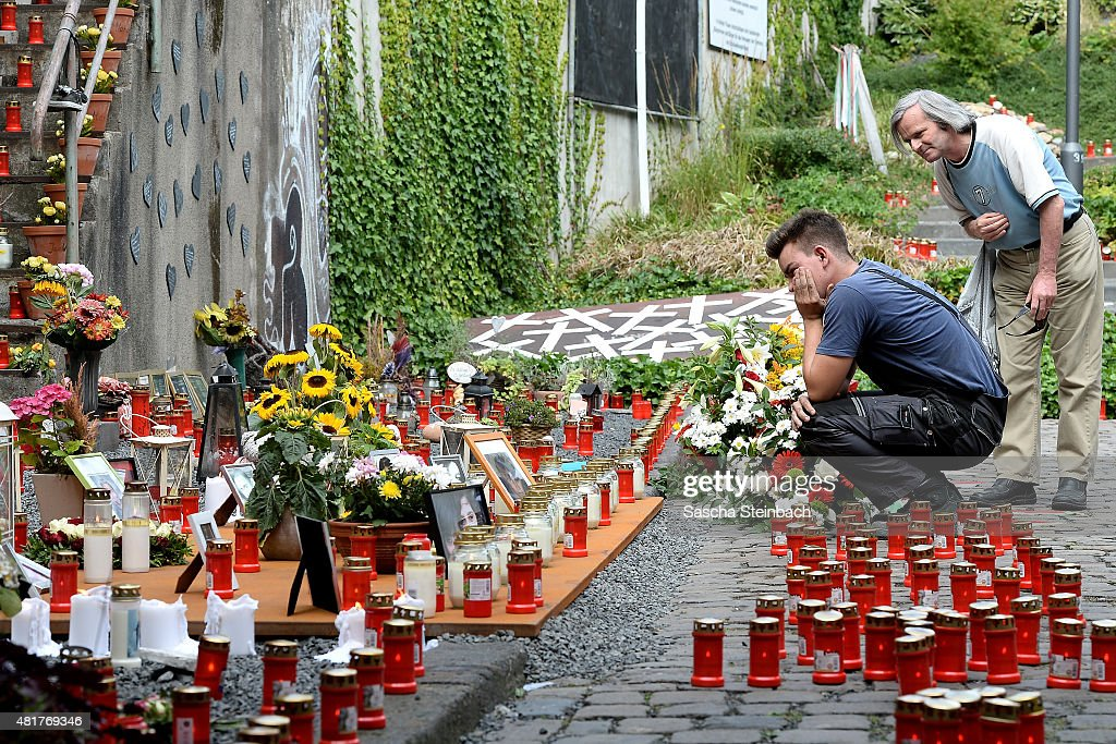 Mourners Commemorate Love Parade Disaster 5th Anniversary Nachrichtenfoto