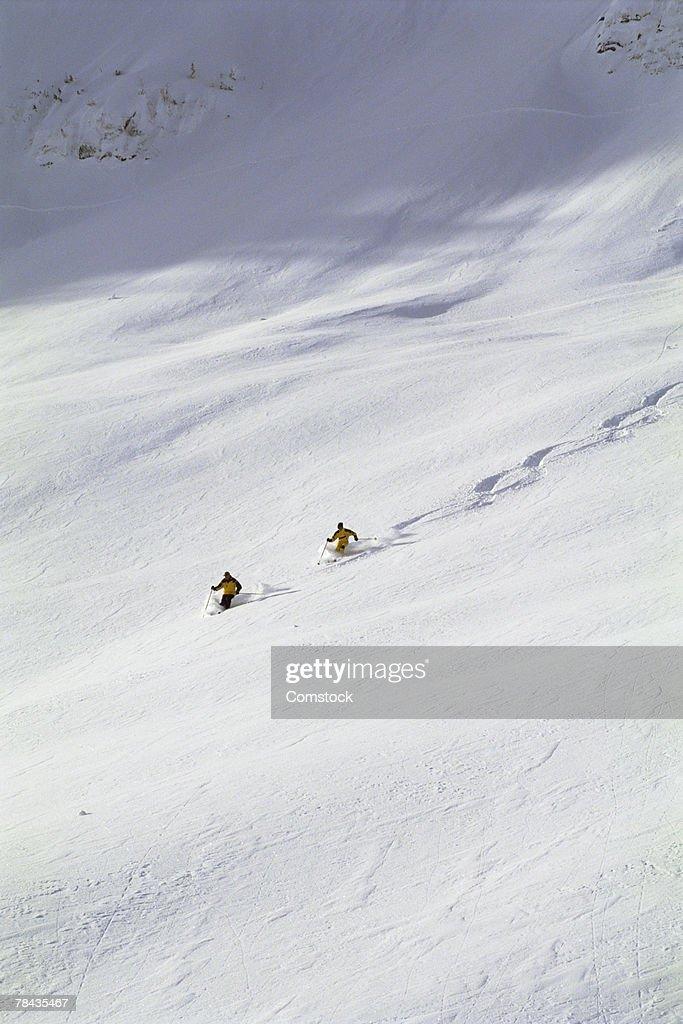 Two men powder skiing in British Columbia , Canada : Stockfoto
