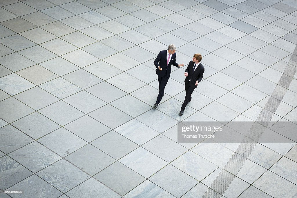 Men in business business suits : News Photo