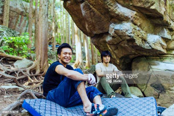 two men who resting during rock climbing - only japanese stock pictures, royalty-free photos & images