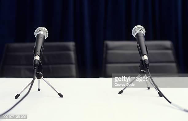 two microphones on table, close up - conferencia de prensa fotografías e imágenes de stock