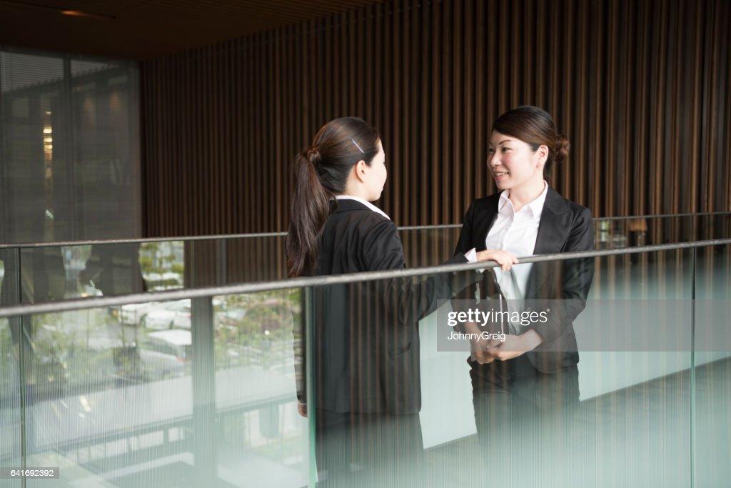 Businesswoman japonais dans le bureau banque d images photo stock