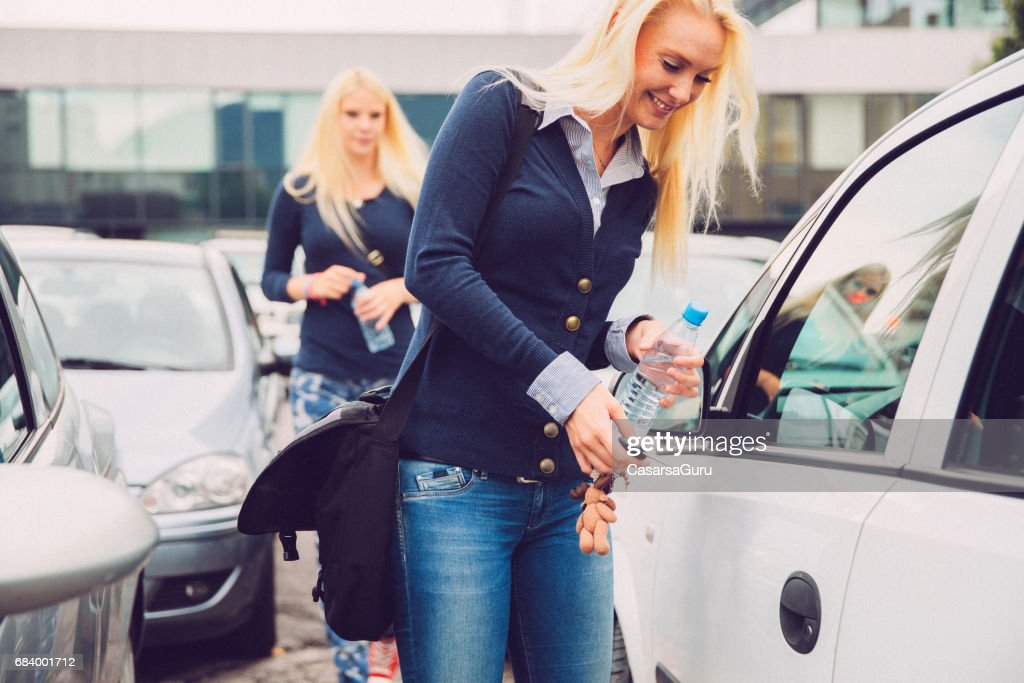 Two Millennials Young Woman Searching For The Car In The Parking : Stock Photo