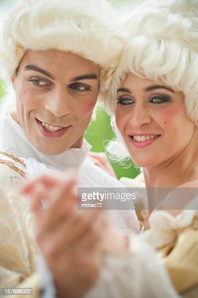 Deux modèles en français antique Costumes