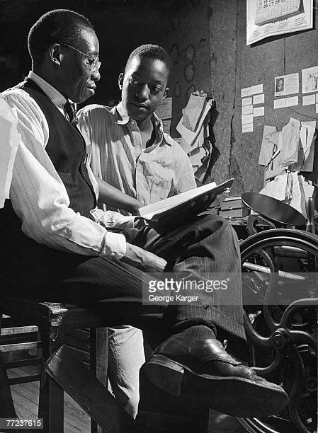 Two models reneact a situation from the book 'Black Boy' an autobiographical account of the youth of American author Richard Wright June 1945 This...