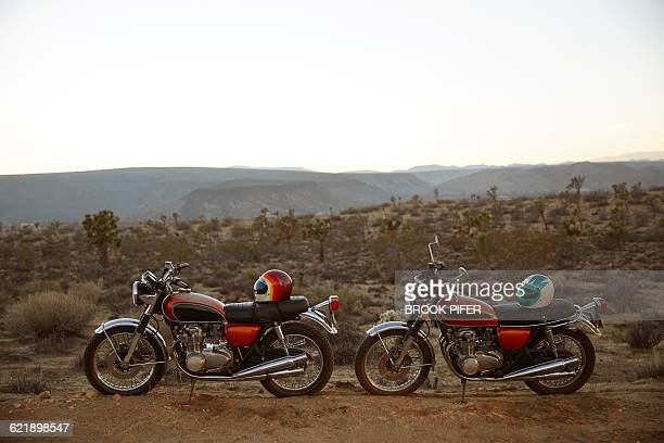 two motorcycles parked in empty desert landscape - バイクヘルメット ストックフォトと画像
