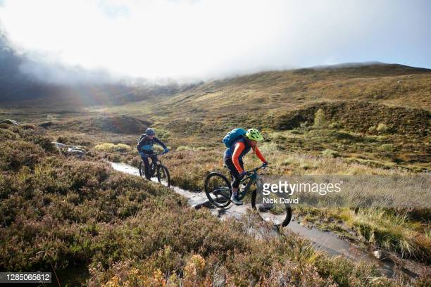 two mountain bikers cycling along a mountain bike trail - 放浪願望 ストックフォトと画像