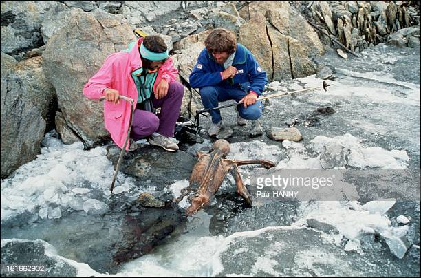Two mountaineers with Otzi, Europe's oldest natural human mummy, in the Otztal Alps between Austria and Italy in September 1991.