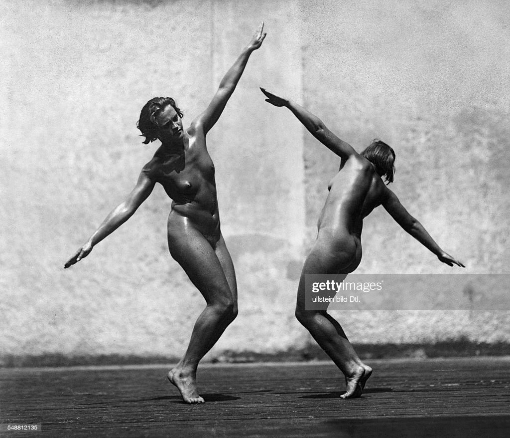 Two Nacked Women Dancing Undated Photographer Hermann Bruehlmeyer Vintage Property Of Ullstein Bild