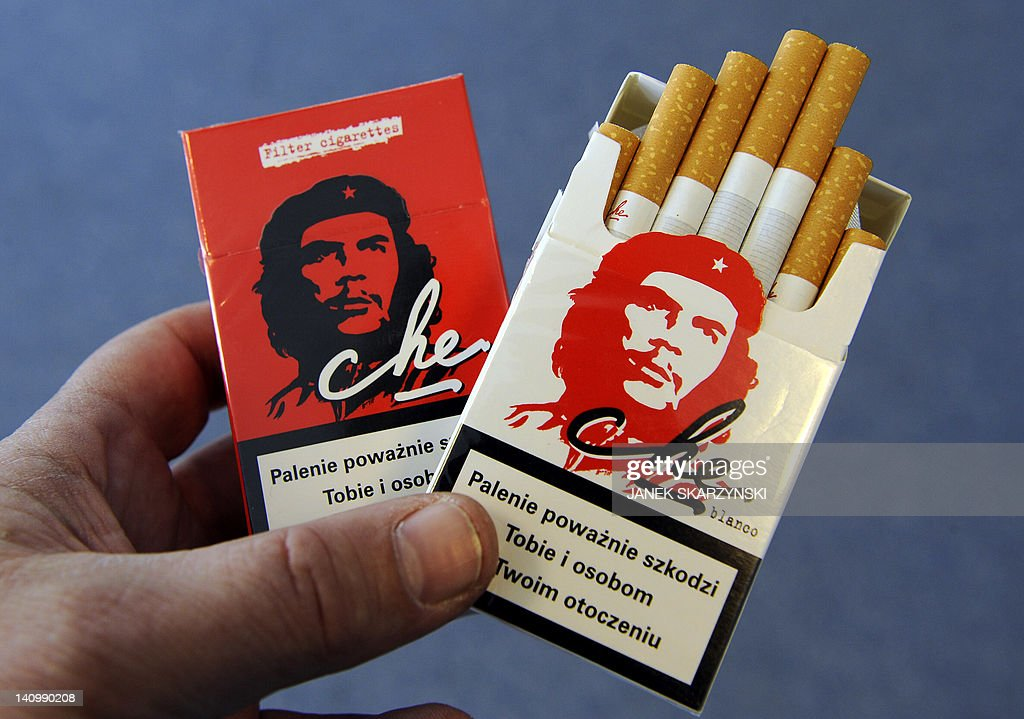 Two packages of 'Che' brand filter cigar : News Photo