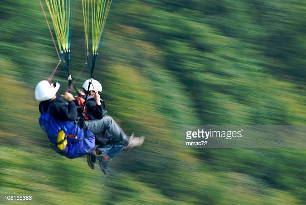 Zwei paragliders