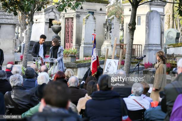 Two Parisian students read French poet Guillaume Apollinaires poems near the portrait of the poet and in front of his grave on Novembre 8 at Père...