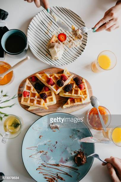 two people are eating breakfast together - the brunch stock pictures, royalty-free photos & images