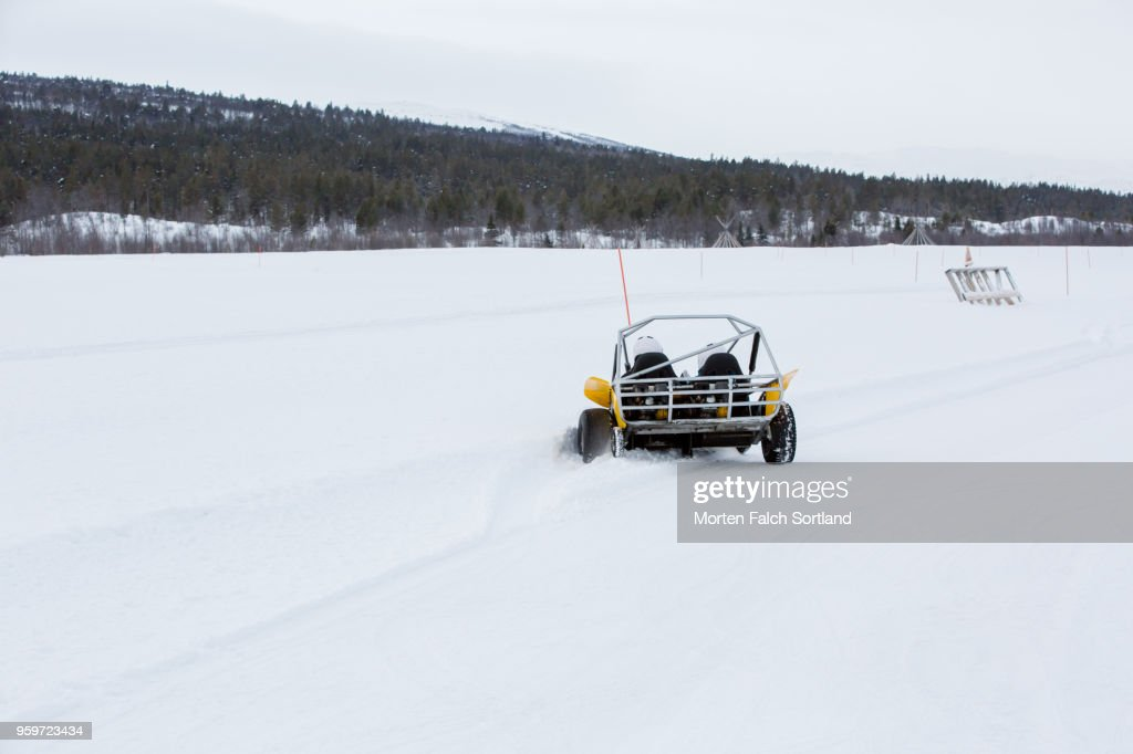 Two People Drive a Snow Buggy Around an Obstacle Course in Rural Norway, Wintertime : Stockfoto