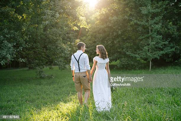two people in love - 20 29 years stock pictures, royalty-free photos & images