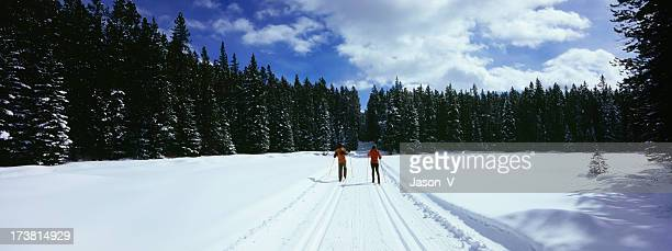 two people skiing - nordic skiing event stock pictures, royalty-free photos & images