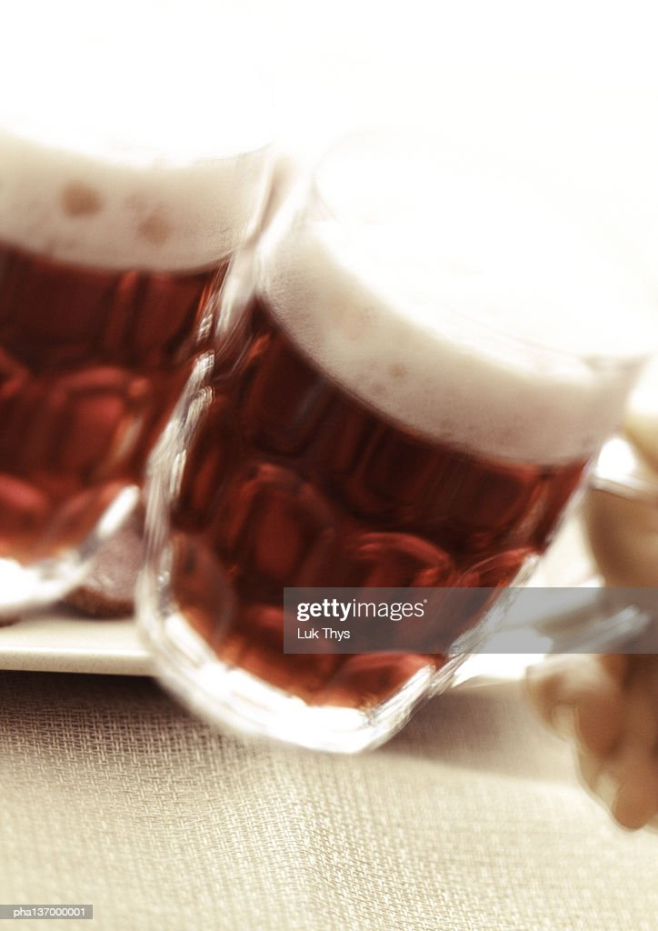Two pints of beer, close-up. : Stockfoto