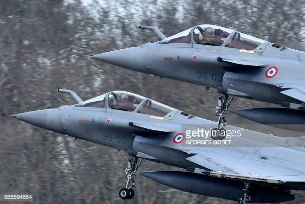 Two Rafale fighter jets take off for a military exercise at the MontdeMarsan airbase southwestern France on February 10 2017 / AFP / GEORGES GOBET