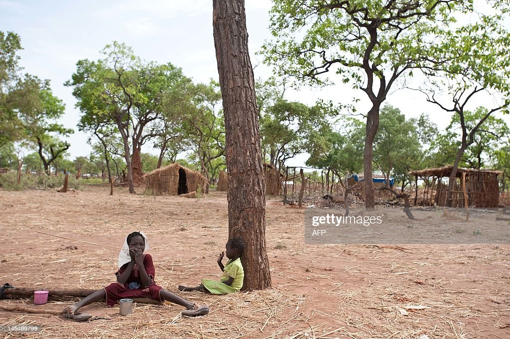 Two refugees coming from the Nuba Mounta : News Photo