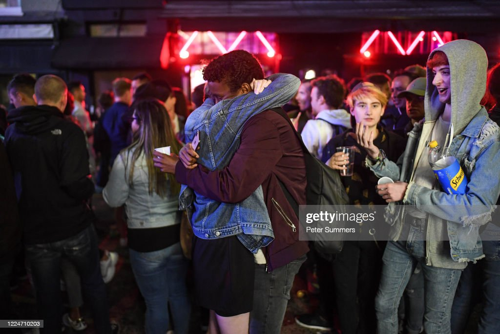 Two Revellers Are Seen Hugging Outside A Pub In Soho On July 4 2020 News Photo Getty Images