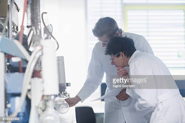 two scientist working in a pharmacy laboratory, freiburg im breisgau, baden-württemberg, germany - sigrid gombert stock-fotos und bilder