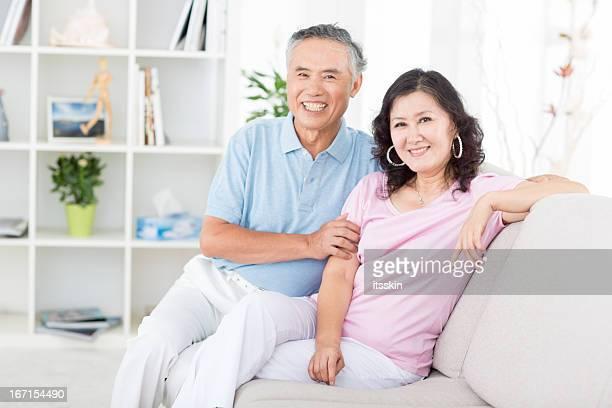 Deux senior asiatique à la maison