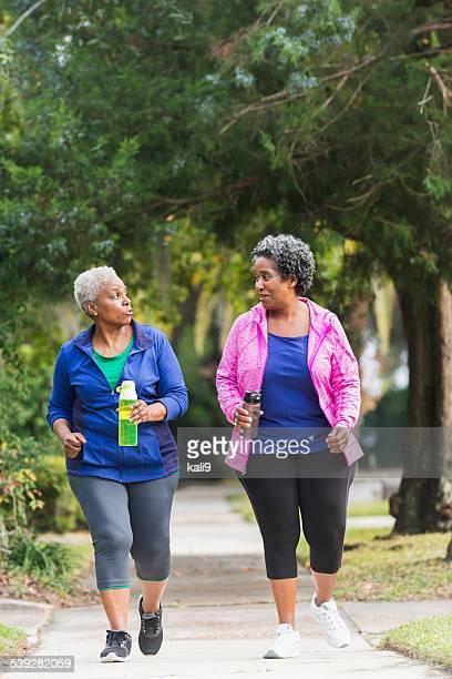 Deux exercices femme senior noir ensemble