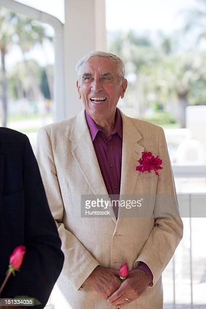Zwei ältere Männer auf einer party