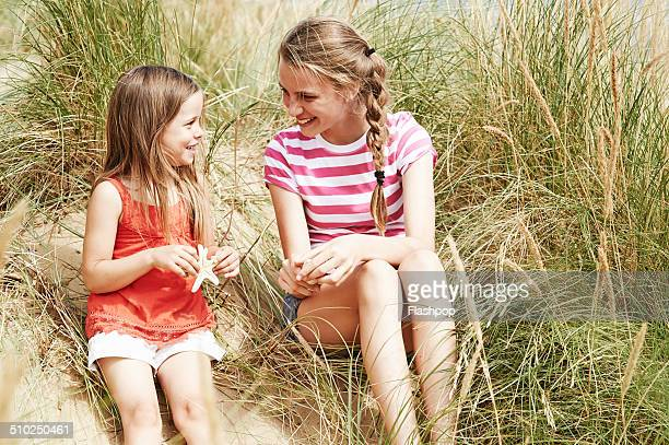 two sisters relaxing at the beach - dead girl foto e immagini stock