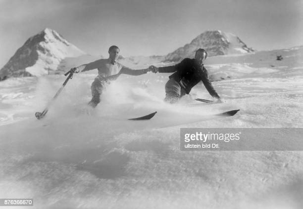 Two skiers takes the descent in the mountain of Wengen in Switzerland 1927 Vintage property of ullstein bild