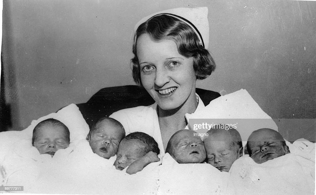 Two sleeping sets of triplets in the Lewis Memorial Hospital in Chicago. The triplets on the left side are two girls and one boy, the triplets on the right side are three boys. Photograph. Around 1935.