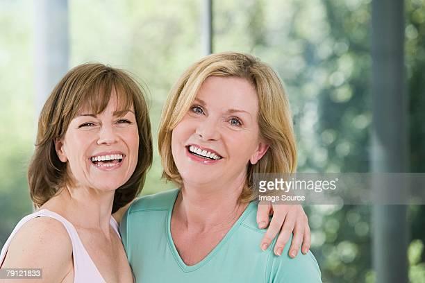 Zwei lächelnd Ältere Frauen