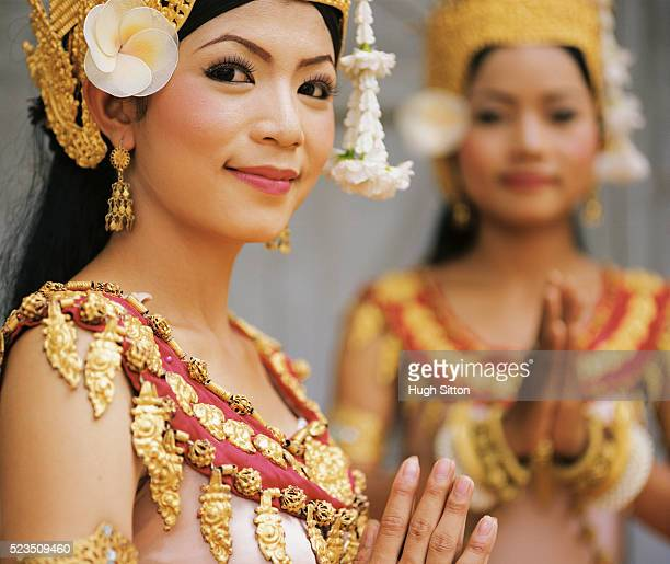 two smiling traditional dancers in elaborate clothing - hugh sitton stock-fotos und bilder